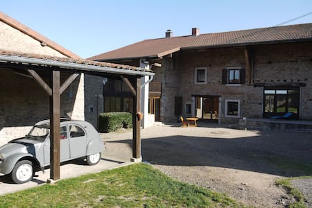 chambre 2  lits dans ancienne ferme - Saint-Point - Σπίτι