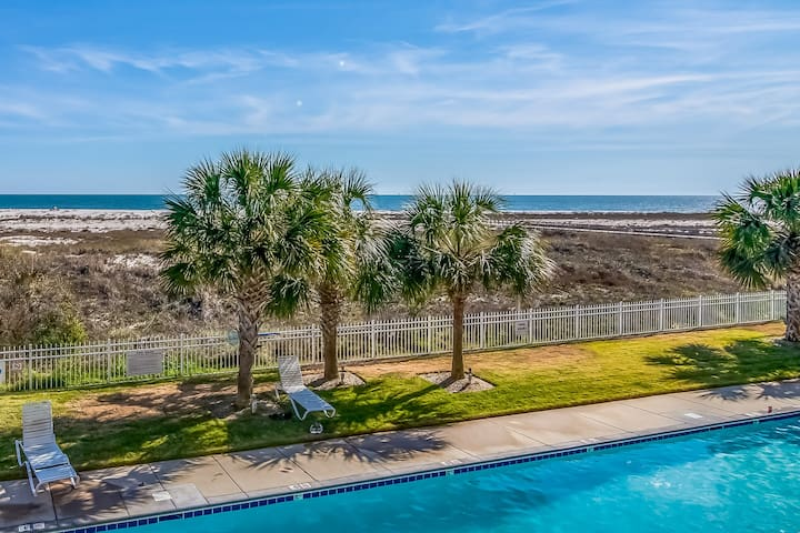 NEW LISTING! Gulf-front condo w/ balcony, shared pools & beach access!