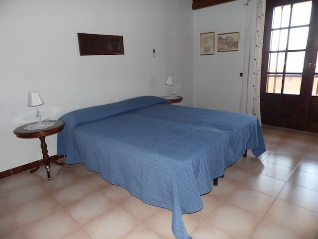 Camera matrimoniale blu - Cabras - Bed & Breakfast