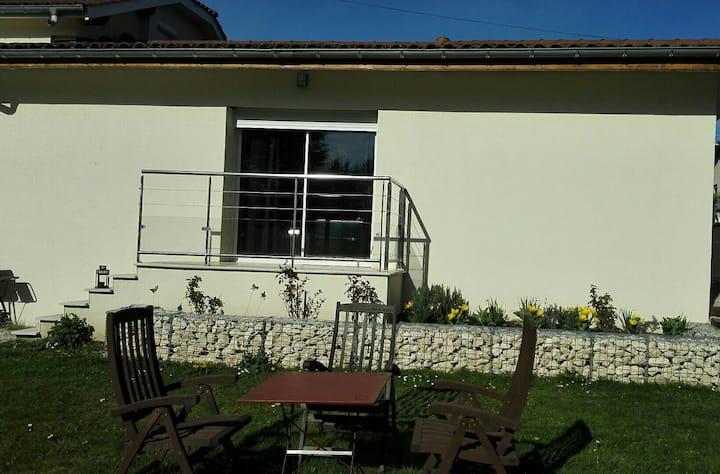 Maison avec 2 chambres,salon et cuisine.
