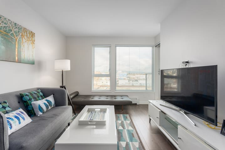 Great View Modern Condo 5min to Downtown Vancouver