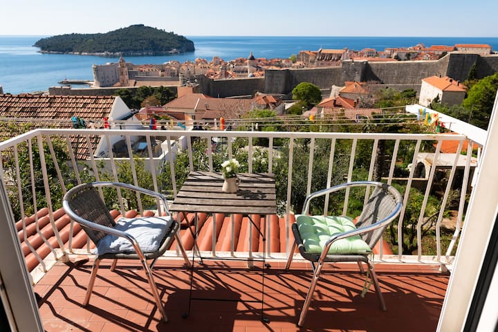 Private BR-with Old town view-220m from entrance