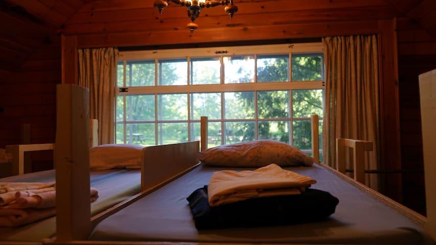 Lit en dortoir dans La Forêt d'Aslan