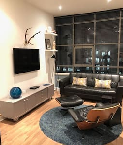 NEW! Stylish MerchantCity Apt, Fantastic Location