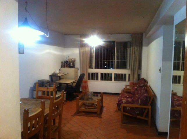Apartamento cómodo, grande muy económico. - Caracas - Apartment