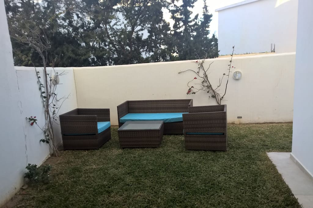 Jardin privatif avec salon rotin