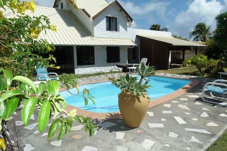 Villa Cantaluz - Coastal Road, Trou D'Eau Douce.
