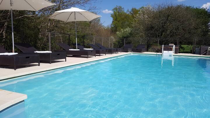 La Noisette: Gite With Heated Pool And Garden