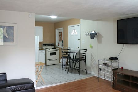 Trendy east side apartment - Windsor