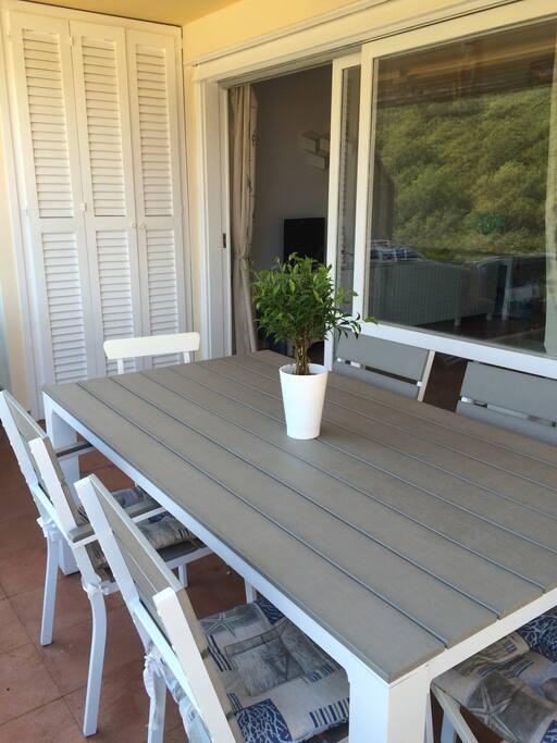 Tavolo per sei posti a sedere