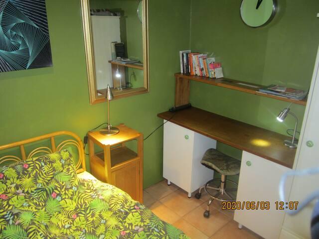 Wrexham Safe Outside Single Room  AvailableMon-Fri