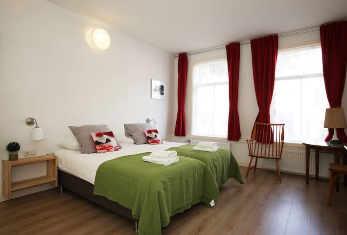 Private room with own bathroom - Amsterdam - Bed & Breakfast
