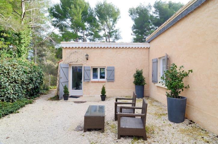 Studio indépendant dans Bastide Provençale - Éguilles