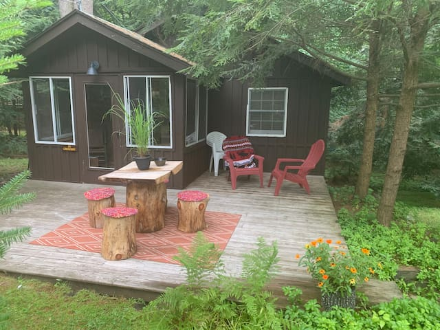 Quiet & Peaceful Lake Luzerne Cabin
