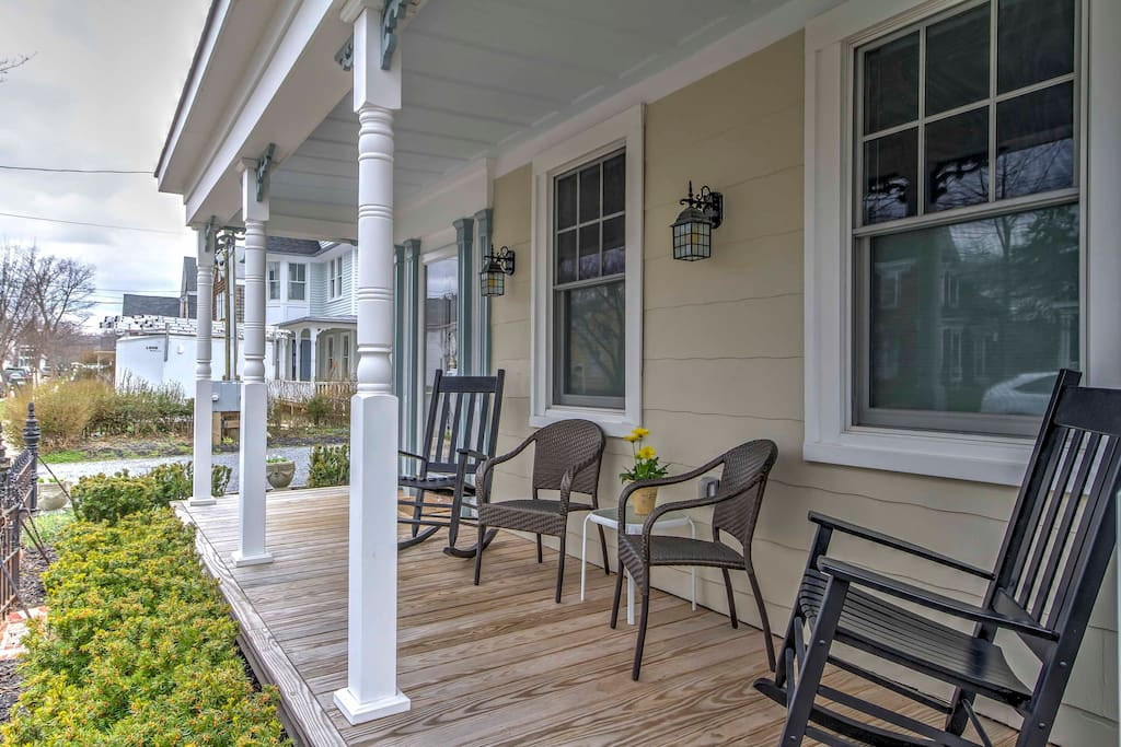 The property is located just 2 blocks from Main Street for shopping and dining.