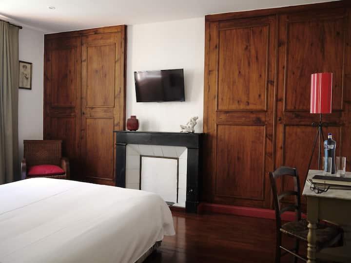 l'Hostalet - chambre spacieuse avec lits jumeaux
