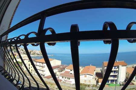 Vista sul mare da Casa Rocca Marina - Castel di Tusa - Leilighet
