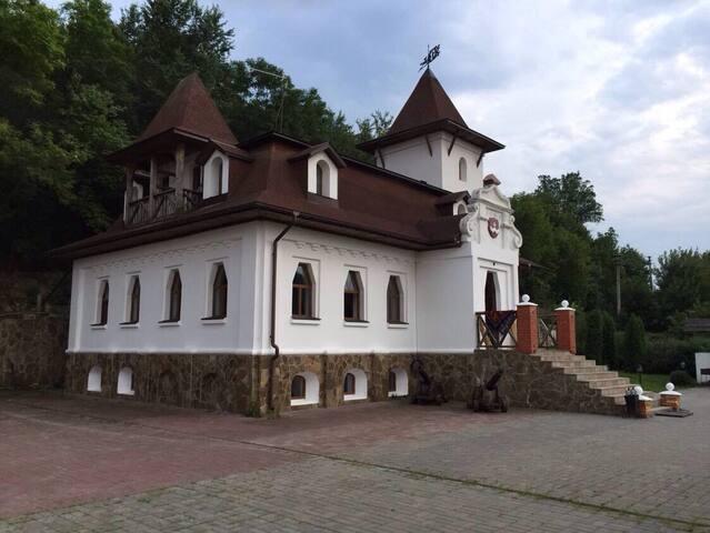 Замок  красивое жильё  Удобное