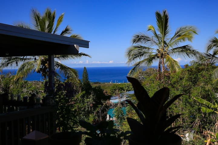 Ocean View Private Room Close to Downtown Kona