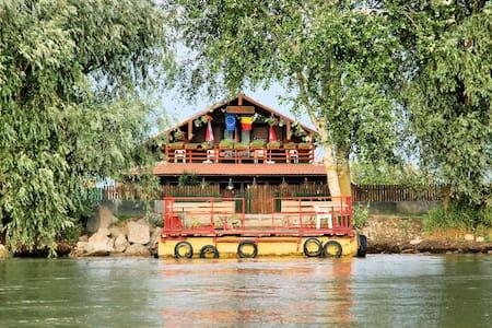 Casa Cu Flori - Crișan - Annat