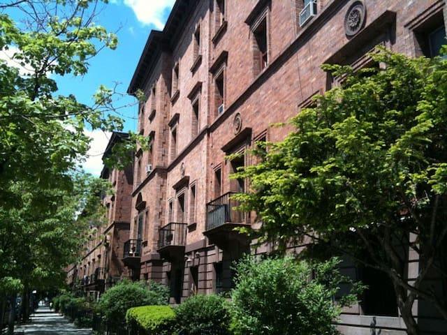 historic strivers row home maisons louer new york new york tats unis. Black Bedroom Furniture Sets. Home Design Ideas