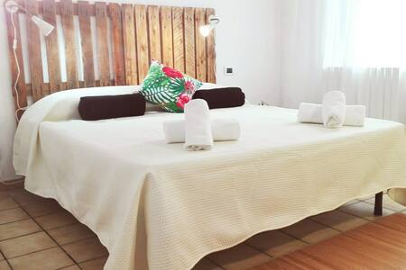 Doglia Guest House three kilometers from the sea