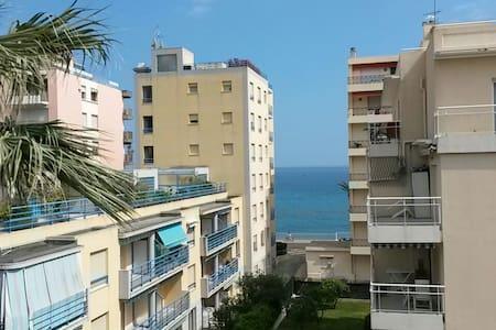 Seaside studio with parking space - Roquebrune-Cap-Martin