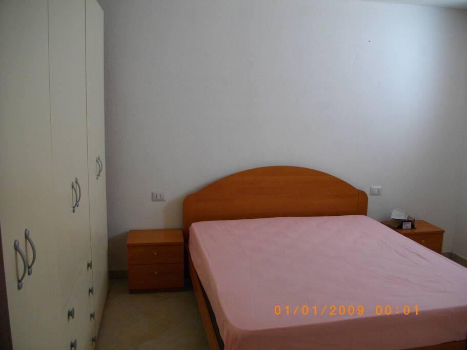 camera da letto matrimoniale  con lettino singolo