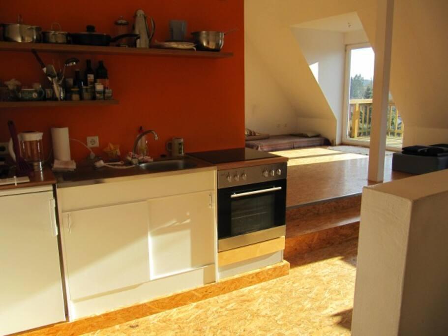 offener Raum: Küche und großzügige Wohnfläche