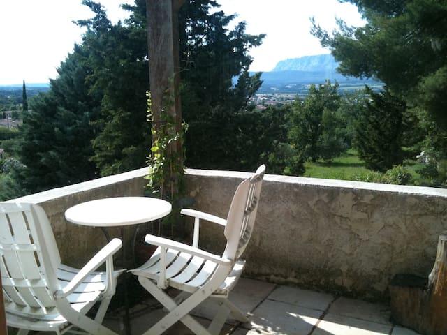 Charmant maison - d'Aix-en-Provence - Trets - Casa