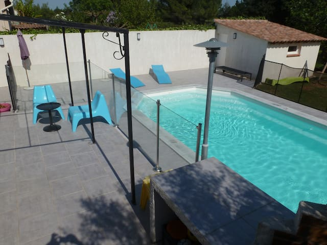 Chambre à la campagne avec piscine - Valergues