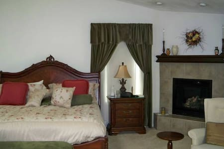 Spacious Master Suite- lower level - Osceola - Bed & Breakfast