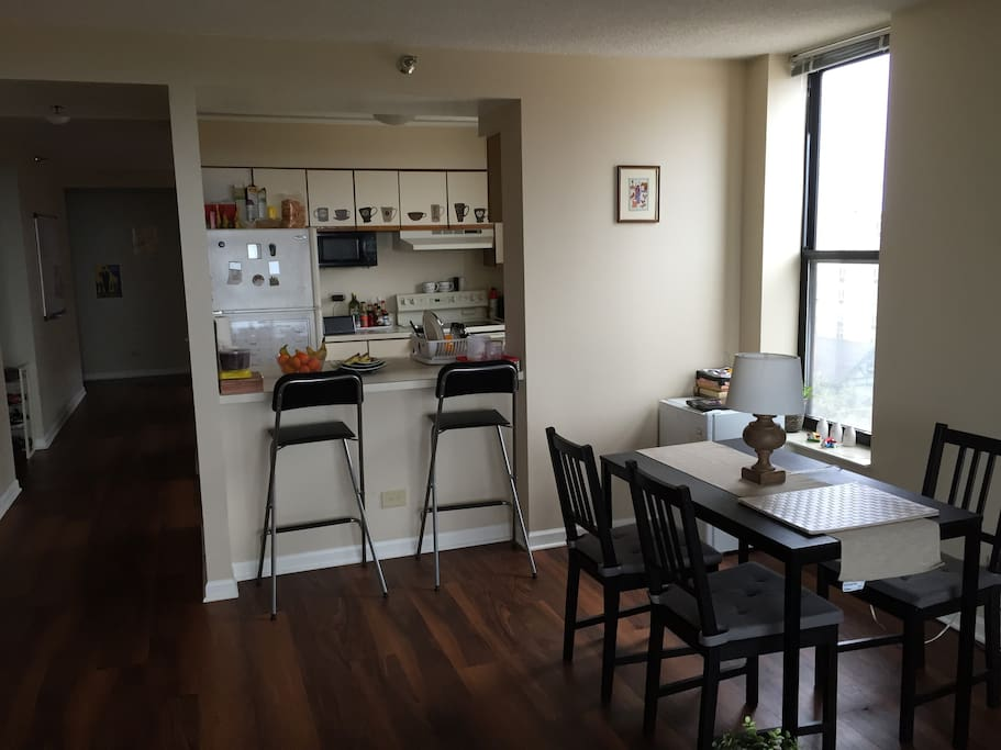 Twin Bed In Luxury Apartment Apartments For Rent In Evanston Illinois United States