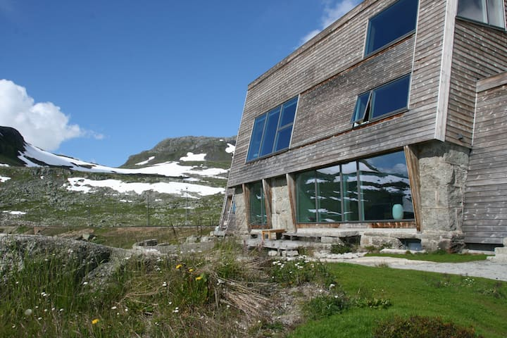Spectacular mountain view apartment
