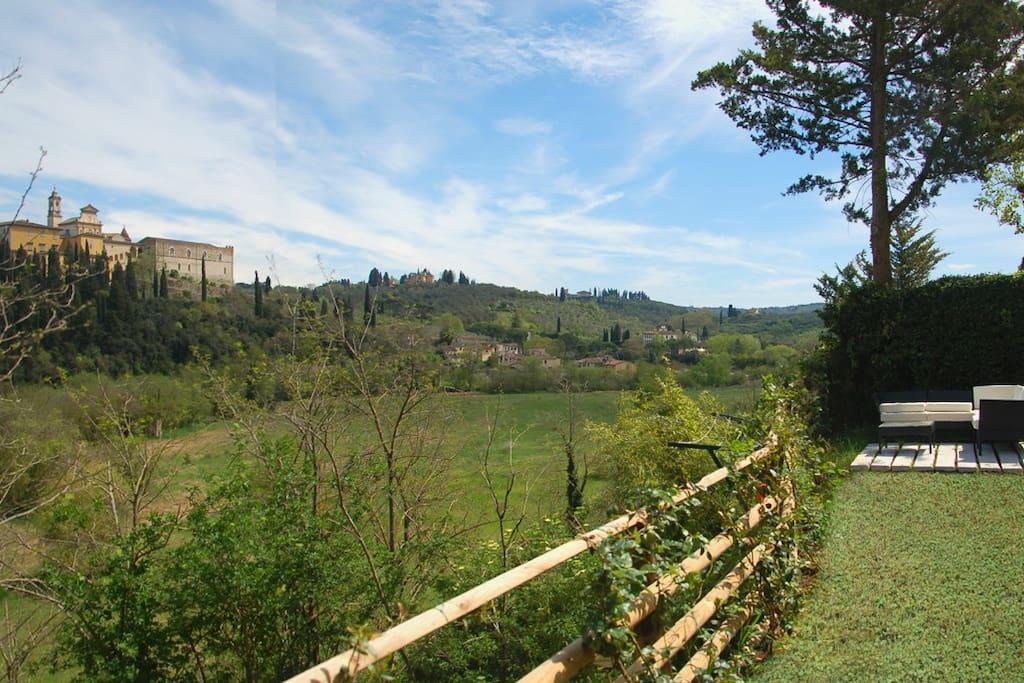 il salottino da esterni e la Certosa del Galluzzo