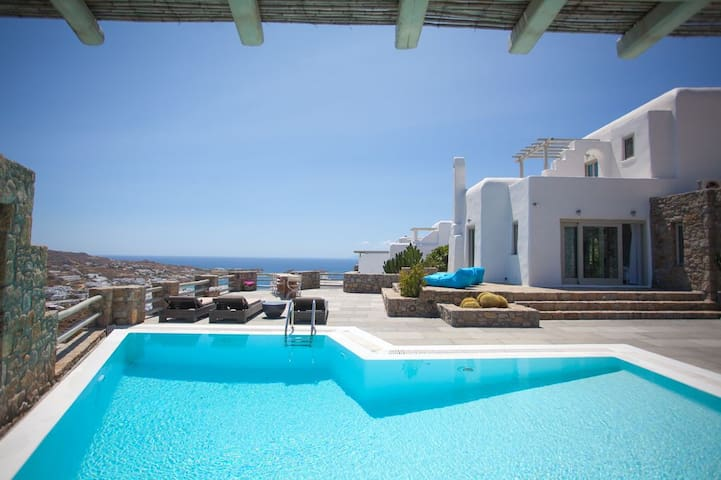 'Villa Psarou R' , 5 bedrooms, view of Psarou bay - Psarrou - Casa de camp