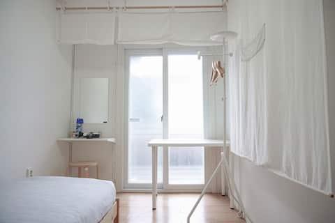 [Miro Guesthouse] Single room, 5min Hongdae MTR