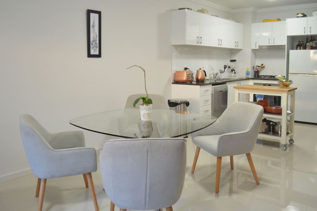 Comfortable apartment for cooking, dining and entertaining
