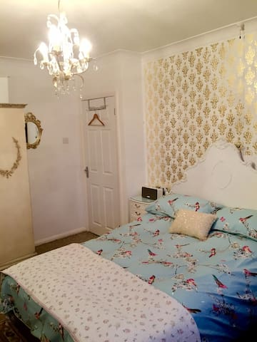 Bright double + guest bed + parking - Southwick - Dom