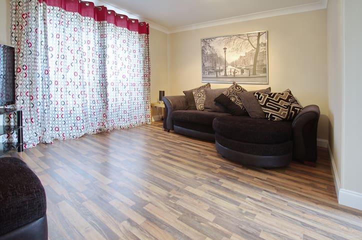 Spacious 2 bedroomed flat - Sleeps 4 - 72 Hutcheon - Aberdeen - Appartement
