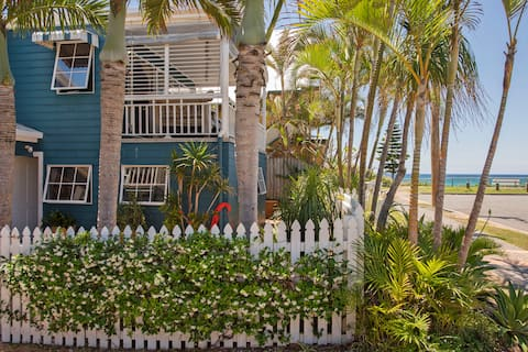 The Blue House TOTAL BEACHFRONT own private unit
