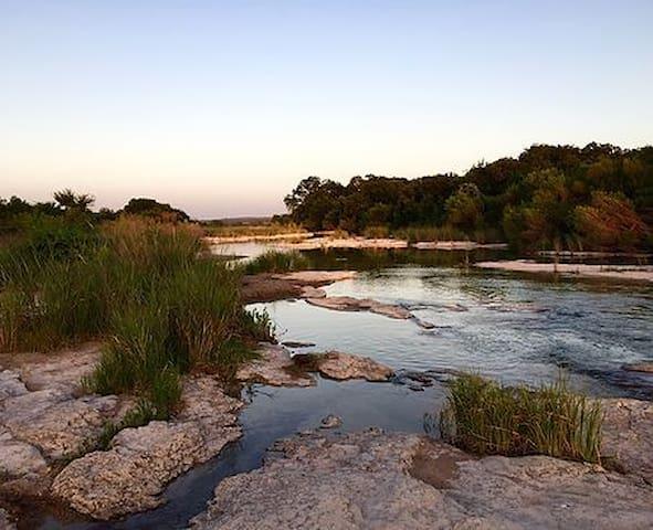 King River Ranch on the Pedernales River sleeps 16