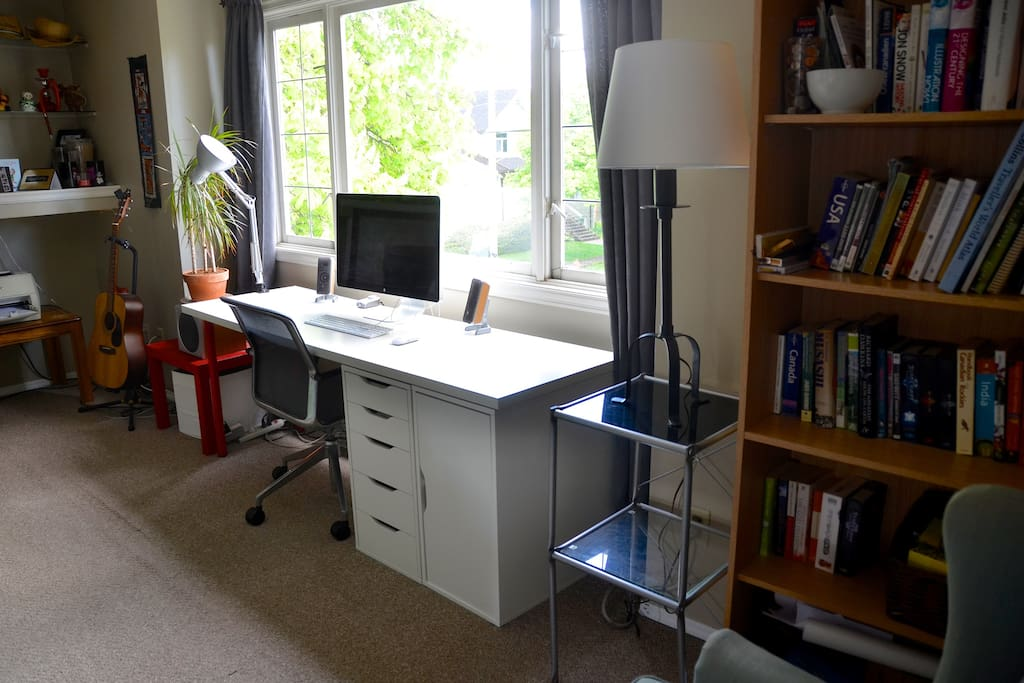 Available desk space in the living room.