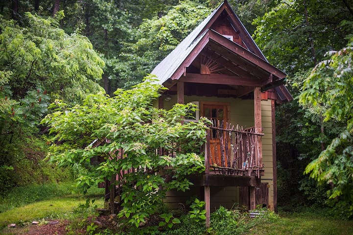 The Nest - Tiny Home in the Woods - Swannanoa - Houten huisje