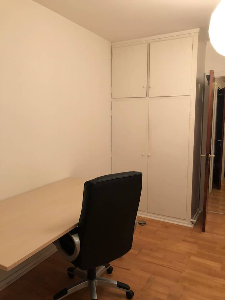 Spacious room close to city