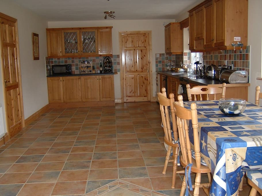 Kitchen come dining area