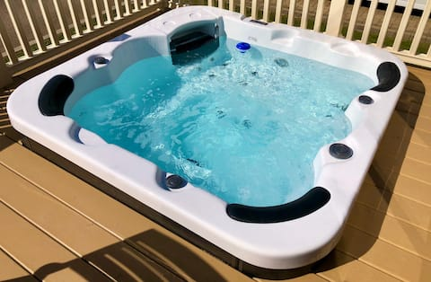 Daisy Lodge With Hot Tub in North Yorkshire