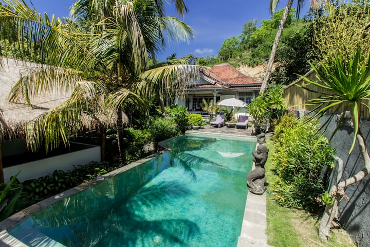 Private villa with pool 700m beach - kuta lombok - Willa
