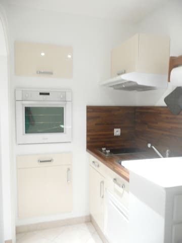 Charmant studio dans villa avec vue - Saint-André-de-la-Roche - Apartment