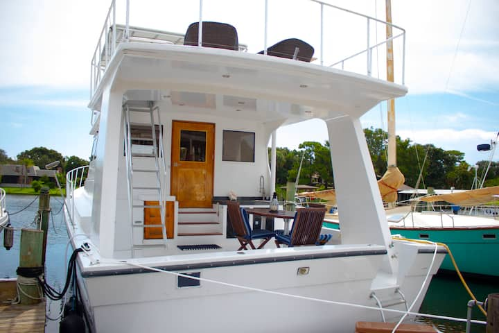 60' Yacht - Scenic Harbor
